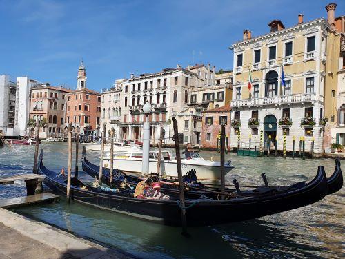 gondolas grand canal
